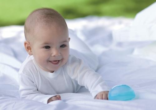 Desarrollo físico, mental y emocional del bebé de hasta 6 meses